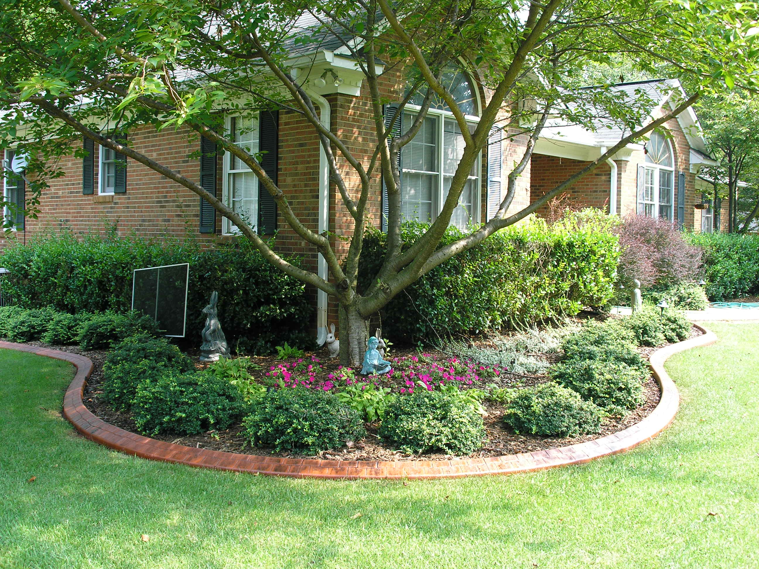 Gallery johnson county residential landscapes for Best home lawn designs